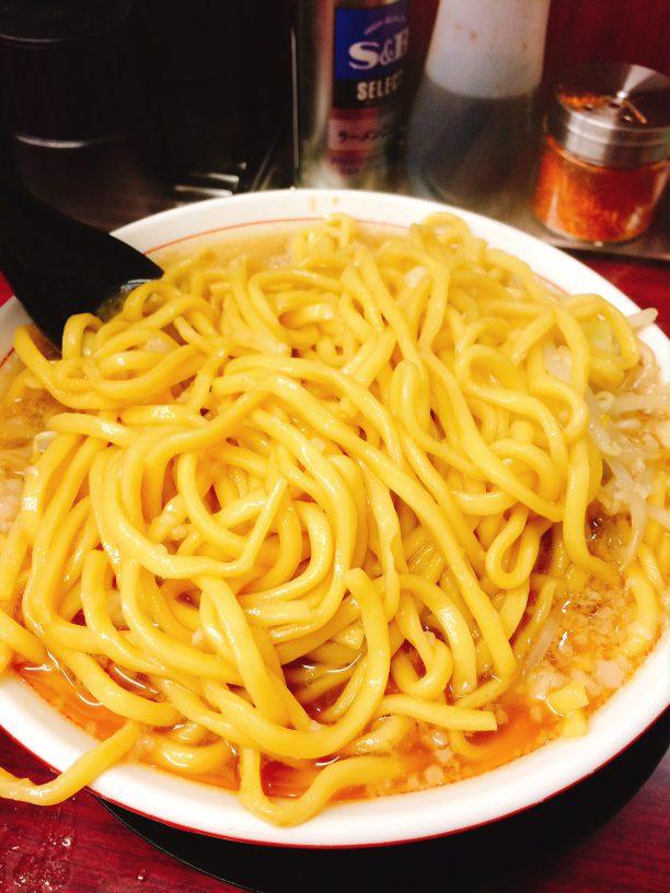 麺はとても黄色い